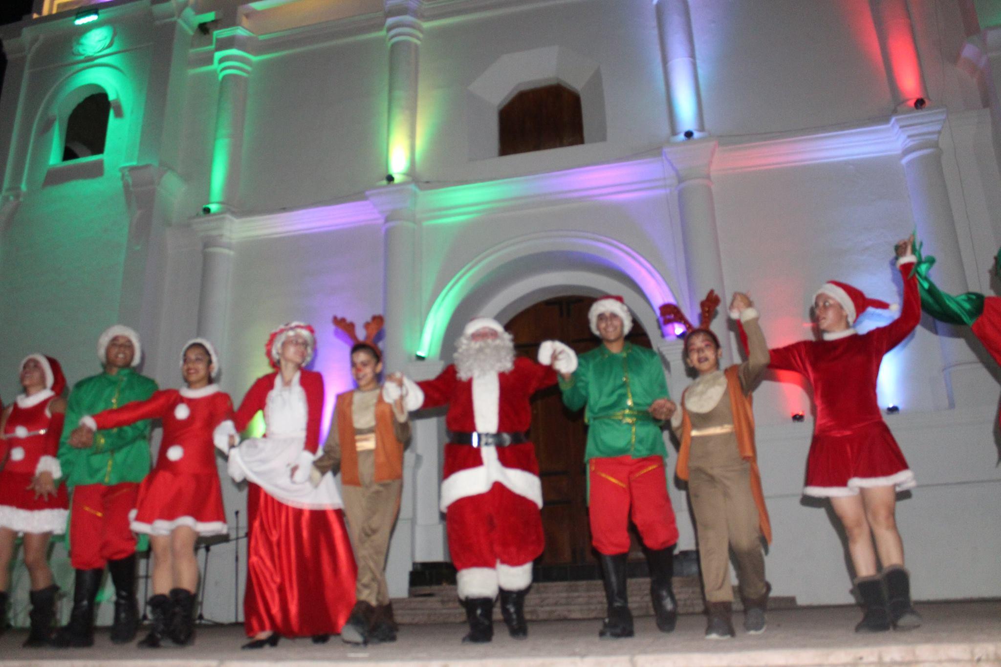 Gran Noche de Navidad Con Música, Juguetes y Quema de Pólvora
