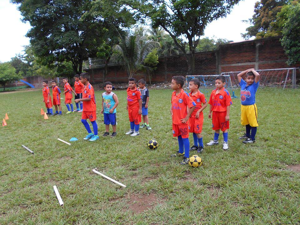 forma parte de las escuelas municipales de Fútbo