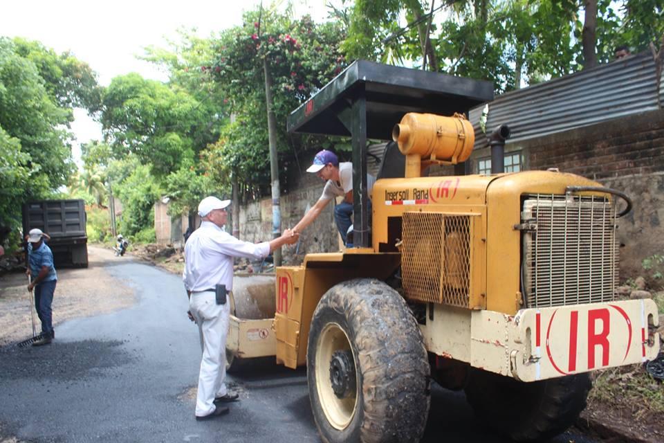 Reparacion de Baches sobre la calle que conduce a San Dionisio