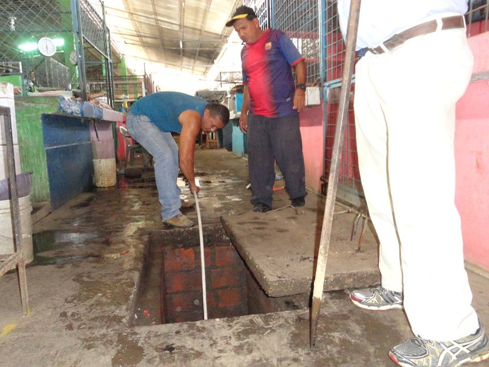 ESTE ALCALDE #ESTA #TRABAJANDO# BIEN Limpieza de tratantes en mercado regional. Gobierno de Usulután Trabajando Para Servirte Mejor