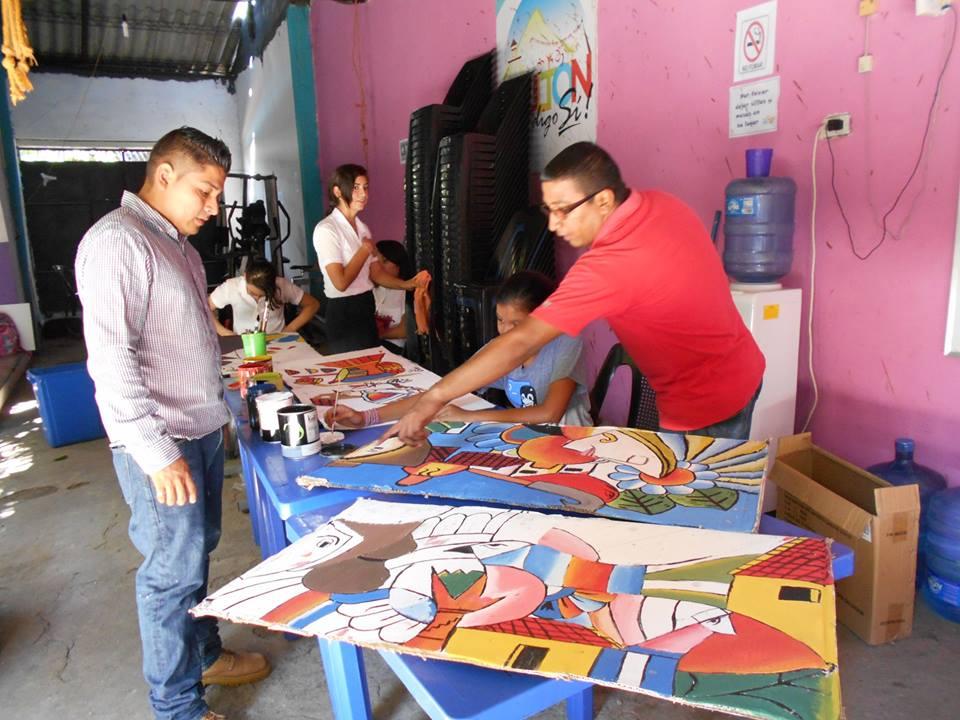 Taller de dibujo en las instalaciones del Centro de Alcance de Barrio el Calvario,