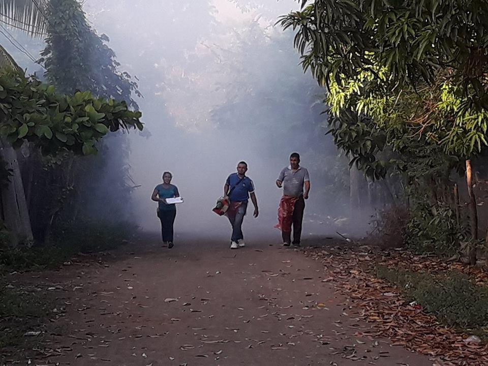 Campaña de fumigación por un Usulután. Col. Santa Rosa de Puerto Parada.
