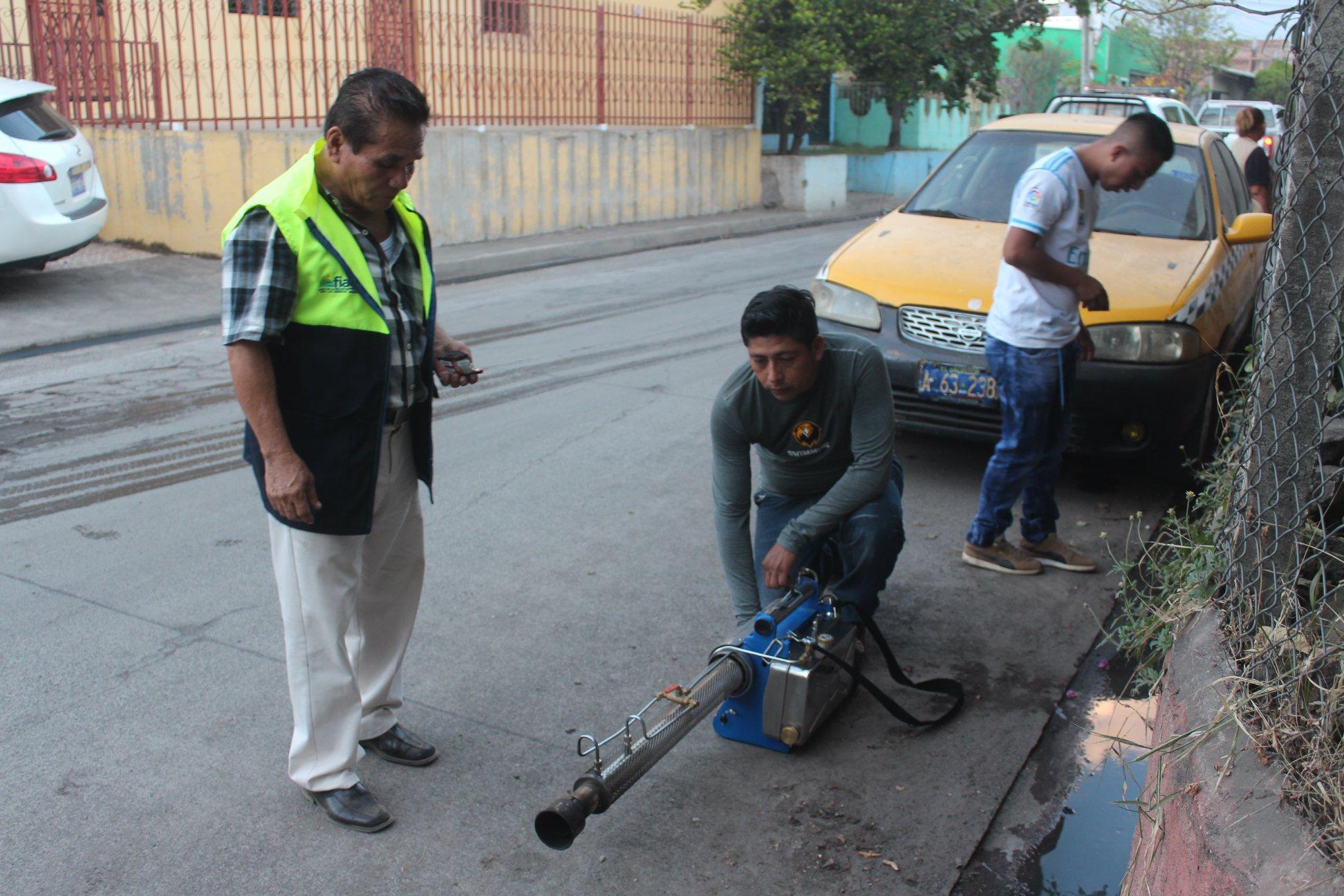 campaña de fumigación por un Usulután Libre de Enfermedades Vectorizadas,  en las Colonias Los Rodríguez y Los Santos,