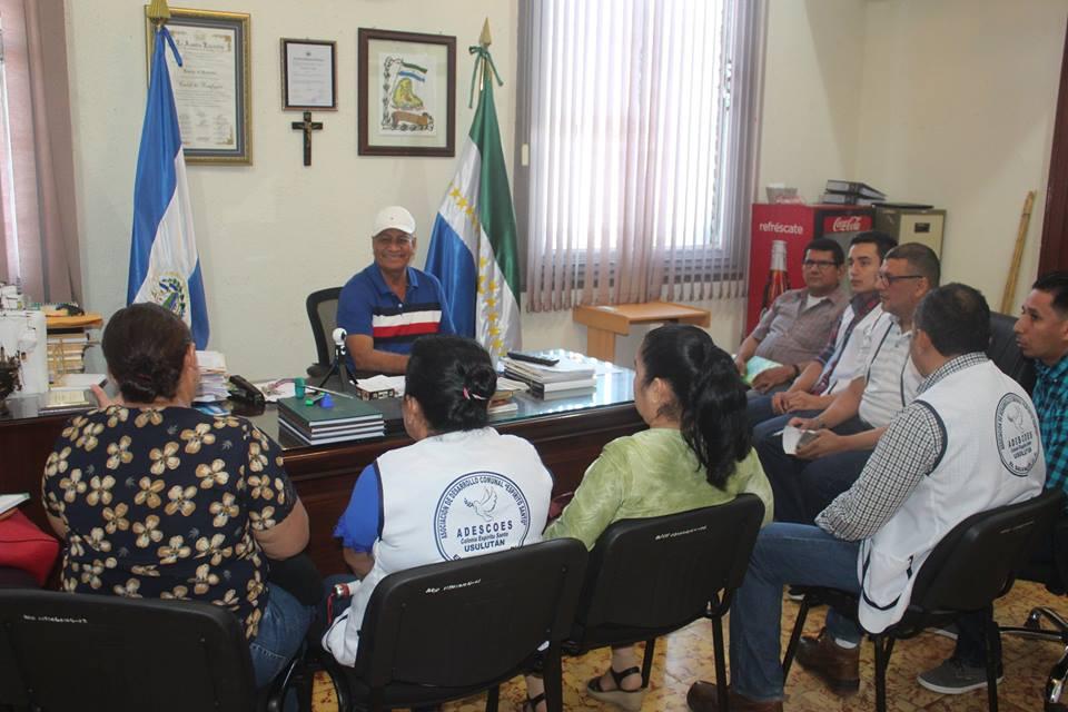 Mauricio Zelaya Alcalde de Usulután, sostuvo una importante reunión con directivos de la ADESCO Espíritu Santo