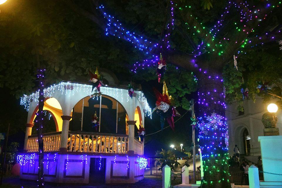 Arbol navideño y decoracion del Parque Raúl F. Mumguía